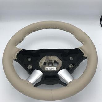 Volant Mercedes Sprinter cuir nappa lisse beige, point losange, fil beige