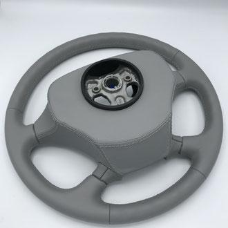Volant Scania R cuir gris, gainage du volant complet, point de croix, fil gris