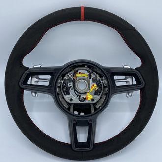 Volant Porsche 991 GT3 Alcantara gris, bande de rappel cuir rouge, point losange, fil rouge