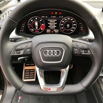 Volant Audi SQ7 en cuir nappa lisse et perforé, point losange, fil noir, épaississement de la jante en mousse IV3