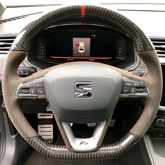 Volant Seat Ibiza FR alcantara noir, point de croix, fil rouge, gainage partie arrière, haut et bas carbone