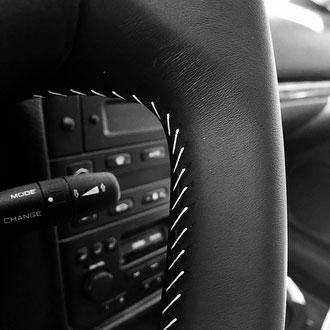 Détail volant  Peugeot 406 Coupé, points simples