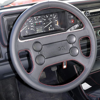 Volant VW Golf MK1 GTI cuir nappa noir, coutures rouges, points de croix et simples