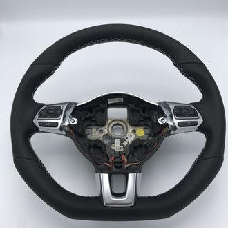 Volant Volkswagen Golf 7 en cuir nappa lisse et perforé noir, point losange, fil gris