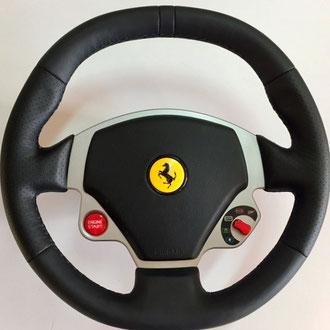 Volant Ferrari F430 cuir nappa lisse et perforé noir, coutures noires, points losanges + épaississement de la jante en mousse 3m/m