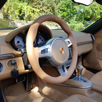 Volant Porsche Boxster cuir nappa lisse beige, point losange, fil beige