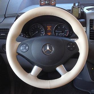 Volant Mercedes Sprinter en cuir nappa lisse beige, point losange, fil beige, épaississement de la jante en IV3 Aéro