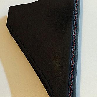 Poignée de frein à main cuir grainé noir, couture rouge point 1/2
