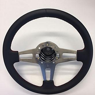 Volant Golf 1 GTI Wolfsburg en cuir nappa lisse noir, coutures rouges, point de croix
