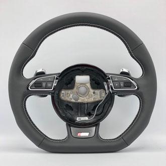 Volant Audi S3 cuir nappa lisse, surpiqure blanche, point de croix, fil noir