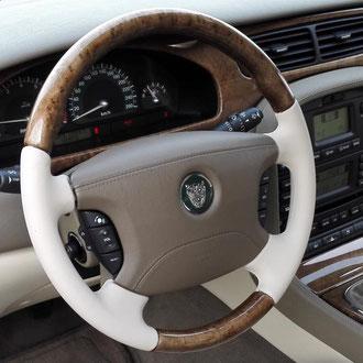 Gainage volant Jaguar XJ cuir nappa lisse beige, coutures beiges, point simple