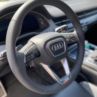 Volant Audi SQ7 cuir nappa lisse noir, point de croix, fil noir