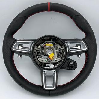 Volant Porsche Boxster 718 cuir nappa lisse et perforé noir, bande de rappel cuir nappa lisse rouge à 12h, point tissé, fil rouge