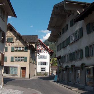 Die Freibergstrasse ist mit ihren Wohn- und Nebenbauten ein Beispiel für das alte Arbeiten und Wohnen.