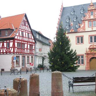 Wohnprojekt Holzapfel Groß-Umstadt Marktplatz mit Renaissance-Rathaus