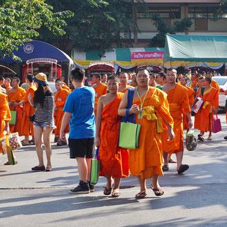 Mönche der buddhistischen Universität Chiang Mai