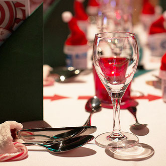 Firmenweihnachtsfeier mit Gesetztem Essen