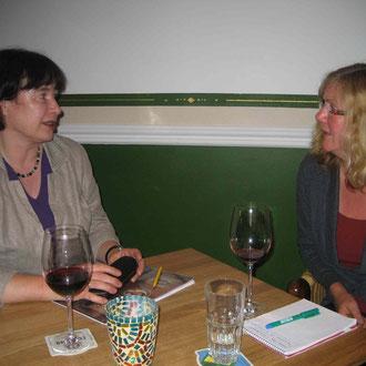 Ulrike Pala (re.) im Gespräch mit Moderatorin Angelika Saupe (LiF)