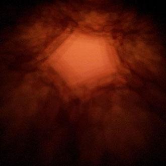 Foto: Dodekaeder als Lichtspiel an der Wand und Decke, platonische Körper, Lichtimpressionen, Energiekörper, Wellnesspyramide