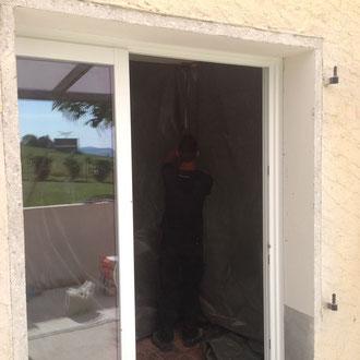 Les fenêtres et portes fenêtres coulissantes à galandage  offrent une ouverture totale qui se glissent dans les cloisons pour mieux s'y dissimuler.