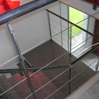 escalier moderne métallique