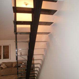 escalier d'interieur finition acier naturel