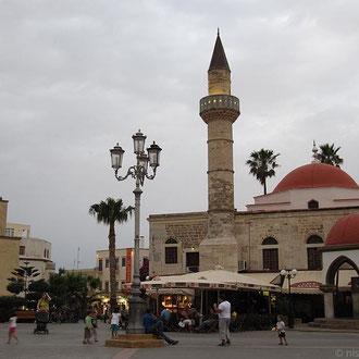 Platia Elefterias mit Defterdar-Moschee