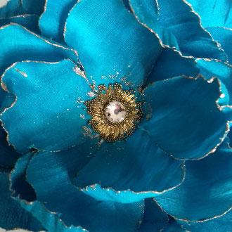 Accessoire coiffure fleur tissu de soie réalisation artisan Paris