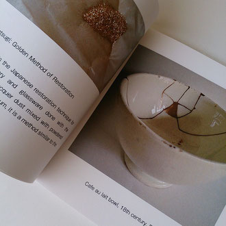 『KINTSUGI』 The small book which introduced repairing of tableware. -English version-