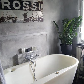 Betonlook Farbe mit pinsel einfach schnell diy Kamin wand boden treppe holz fliesen badezimmer