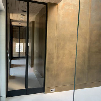 Metall putz gold bronze silber rost küche Keuken wohnen wonen statement charakter interior architektur luxus elegant robust aufzug