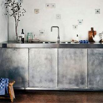 Metall putz gold bronze silber rost küche Keuken wohnen wonen statement charakter interior architektur luxus elegant robust