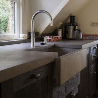 Beton Cire Betonputz Küche bad dusche wand boden möbel oberfläche keuken muur fugenfrei glatt elegant keukenblad