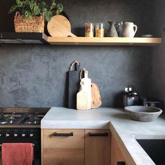 Betonlook Farbe mit pinsel einfach schnell diy Kamin wand boden treppe holz fliesen Küche