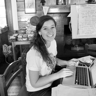 Laura (19), student of International Politics from the US