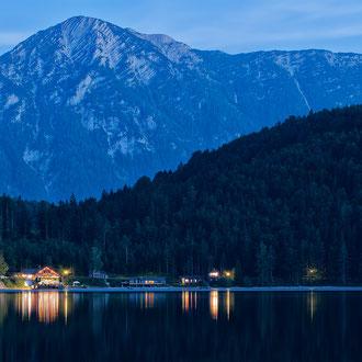 Das Seecafe am Altausseer See mit dem Zinken im Hintergrund