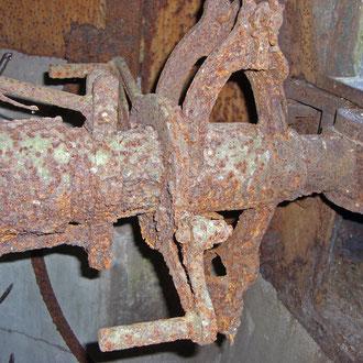 Blick in den Innenraum - die erhaltene MG-Lafette