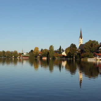 Schliersee mit Kirche und gemütlichem Ortskern