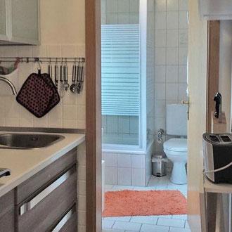 Apartment 2, Küche und Bad