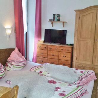 Apartment 1, Schlafbereich, Kabel TV