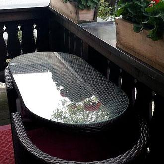 Apartment 1, Balkon mit moderner Möbelgarnitur