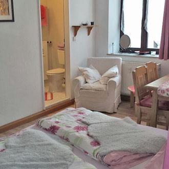Apartment 1, Schlafbereich mit Bad