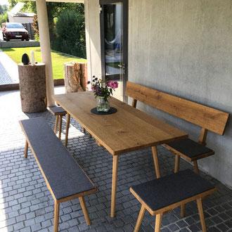 Tisch, Bank und Schemel mit Gratleiste...