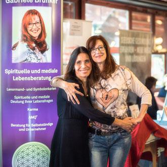 Melanie König-Kolz mit Gabriele Brückner