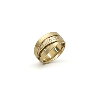 Ring. 750/ooo Champanier Gold. Brillanten