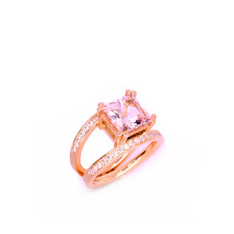 Ring aus 750 Rose Gold. Morganit. Brillanten