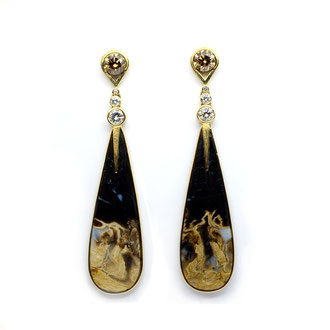 Ohrringe. Versteinerter Baumfarn, Braune und Weiße Brillanten 2.15 ct, 750/ooo Gold.