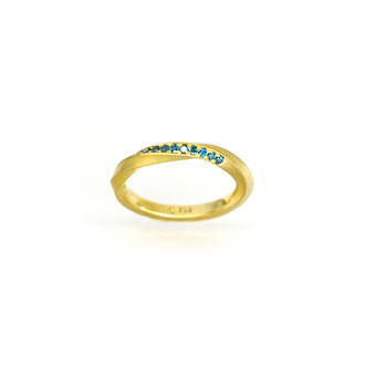 Clavi. Ring aus 750/ooo Gold mit Ocean Blue Brillanten.