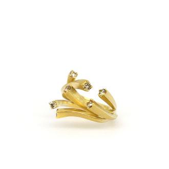 Subtilia. 750/ooo Gold mit 0,6 ct Honig-Braunen Brillanten