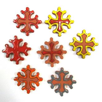 Magnet Croix Occitane  diamètre 5 cm  mélange de couleurs